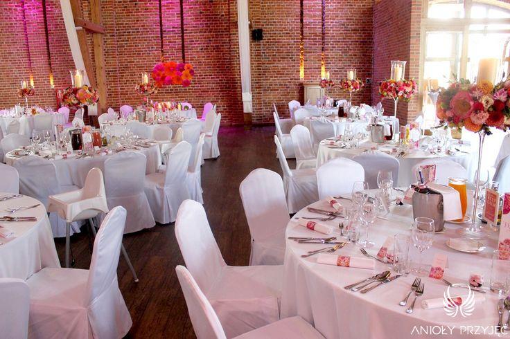 8. Fuchsia Orange Wedding, Tables decoration, Centerpiece / Wesele fuksjowo-pomarańczowe, Dekoracje stołów, Anioły Przyjęć