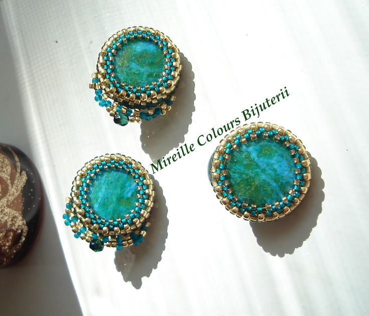 Earrings and ring made ​​with gemstones, Toho beads, FirePolish glass beads, silver plated metal part. Technique used: Peyote