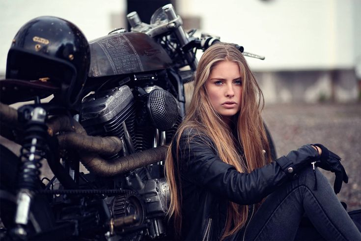 Zadig Motorcycles, altijd mooie vrouwen bij hun motoren http://www.motor-forum.nl/forum/list_messages/389035/43/Briks-and-chicks-44.html