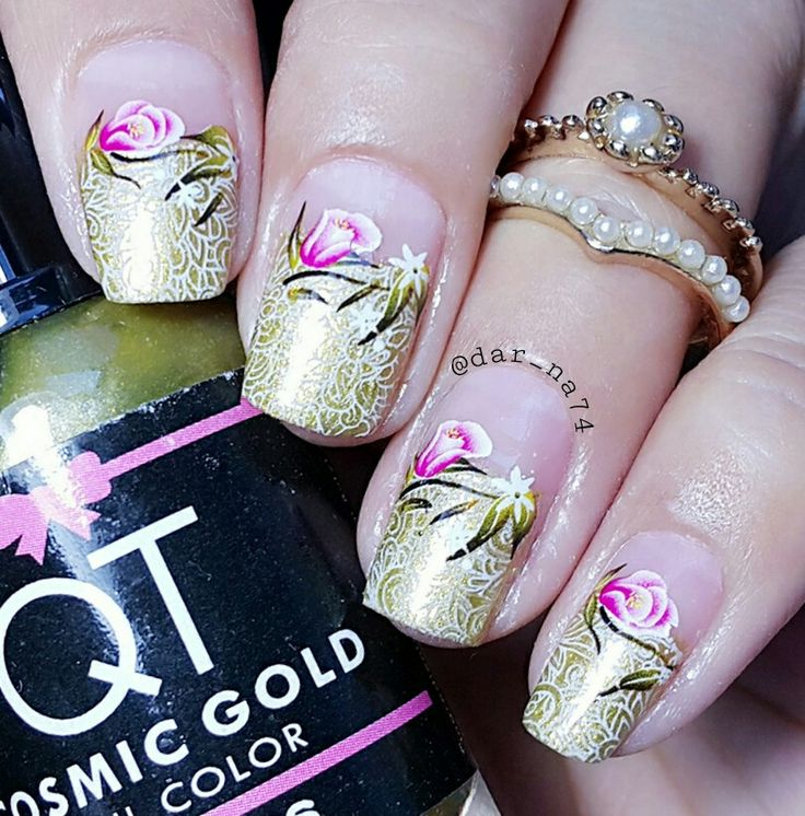 Nails, gold with pink flowers, so pretty..