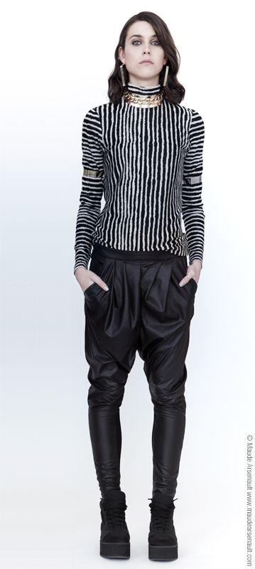 Notre look du jour est composé du top Frozen et des pantalons Ka Tres // Our outfit of the day is the top Frozen and the pants Ka Tres  www.evegravel.com/boutique/ #ootd #fashion #womenclothing