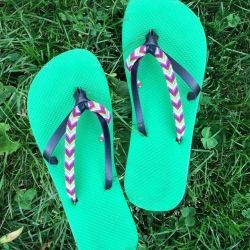 Repair a busted pair of flip flops or just revamp some new ones with this Friendship Bracelet Flip Flops tutorial!