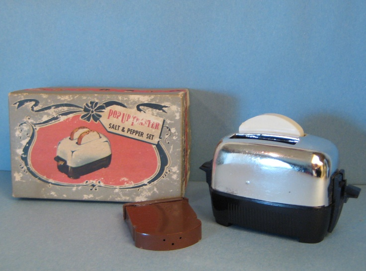 Vintage Toaster and Toast Salt and Pepper Shakers