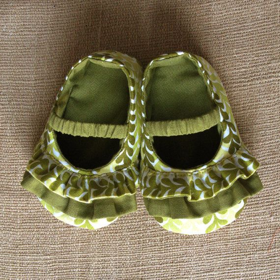 NEW Daisy Baby Shoes  PDF Pattern  Newborn by littleshoespattern, $4.50