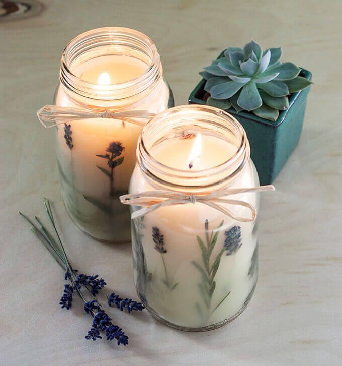 Mach DIY organische Kerzen mit diesen brillanten Kerzen gießen Ideen - gepresste Blumen