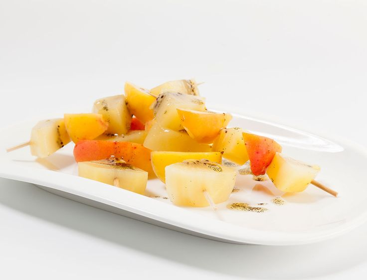 Avec les lectrices reporter de Femme Actuelle, découvrez les recettes de cuisine des internautes : Brochettes de kiwi jaune, abricots à la vanille