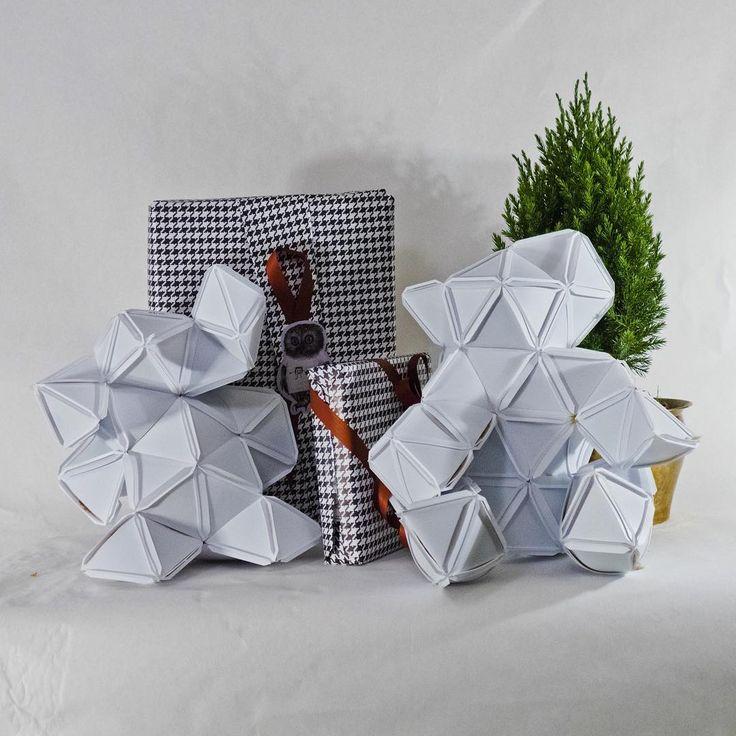 Gör inslagningen till en present i sig själv! Slå in dina julklappar i kväll med Polygo. Kom till butiken och köp hem bitar eller sitt med i uppesittarkväll med oss i Butiken Republiken på Hökens gata 4, Sthlm. #inslagningjulklappar #wrapping #Polygo @bypolygo #diy #gördetsjälv #pyssel #pyssla