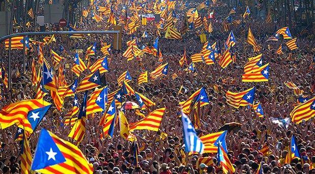 İspanya'nın Katalonya özerk yönetimi parlamentosu, tek taraflı bağımsızlık ilan etti.