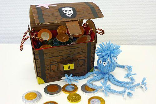 Die besten 25 schatztruhe basteln ideen auf pinterest schatztruhe kindergeburtstag piraten - Schatzkiste basteln ...