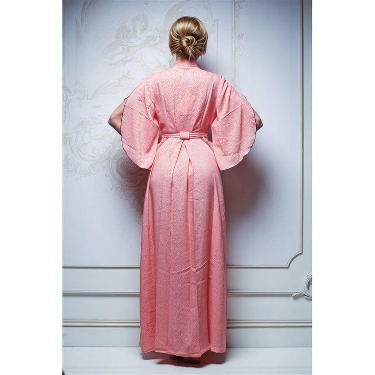 """Изящное утреннее домашнее платье """"Нежность"""" из натуральной ткани абрикосового цвета. Воздушный рукав оставляет ваши ручки открытыми при движении. Эффектный широкий пояс и запах обеспечивают максимально комфортную и эффектную посадку. Завышенная линия талии визуально удлиняет силуэт и делает фигуру более стройной. Состав: вискоза* - 100%"""