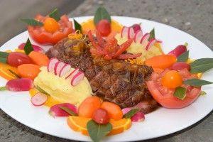 Eendenborst met sinaasappelsaus, aardappelpuree en worteltjes