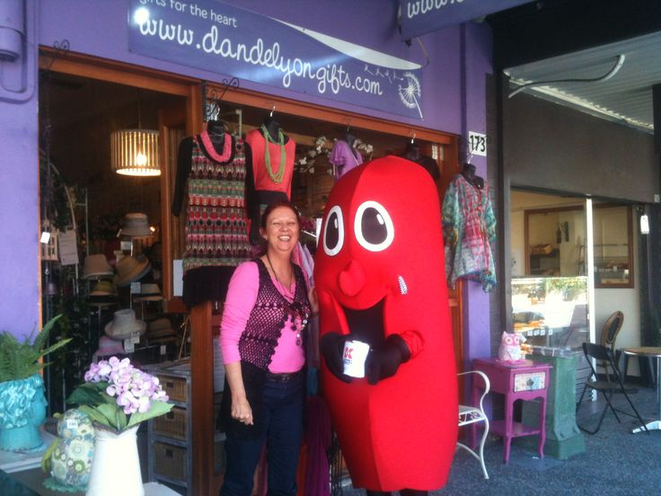 Julie from Dandelyon Gifts and Billty the Kidney.