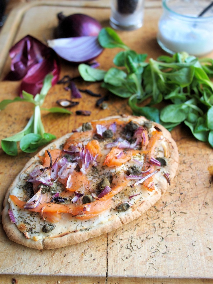 Luxury Low-Calorie Recipe for Fish on Friday: Smoked Salmon Pitta Pizza