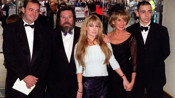 Caroline Aherne with her Royle Family co-stars, Craig Cash, Ricky Tomlinson, Sue Johnston and Ralf Little pictured in 2000.