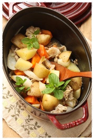 ストウブ肉じゃが ストウブ鍋で無水調理   #recipes #staub