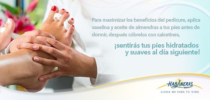 Tus pies también resienten el estrés que acumulas día tras día. Regálate una sesión de pedicure con el podólogo y aprovecha para pintar tus uñas de colores brillantes.