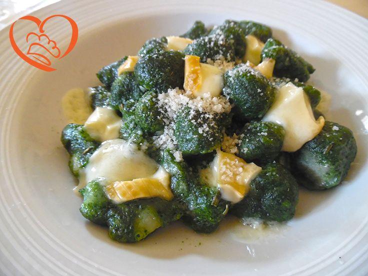 Gnocchi agli spinaci gratinati con formaggio http://www.cuocaperpassione.it/ricetta/13371f4c-9f72-6375-b10c-ff0000780917/Gnocchi_agli_spinaci_gratinati_con_formaggio