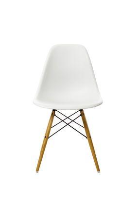 een witte, rode, blauwe en mosterd gele stoel voor de vergaderruimte en een drietal zwarte voor aan de houten tafel. Alles met houten poten. Vraag best prijs op en achteraf kan Mariska dan beslissen hoeveel ze er wil zetten.