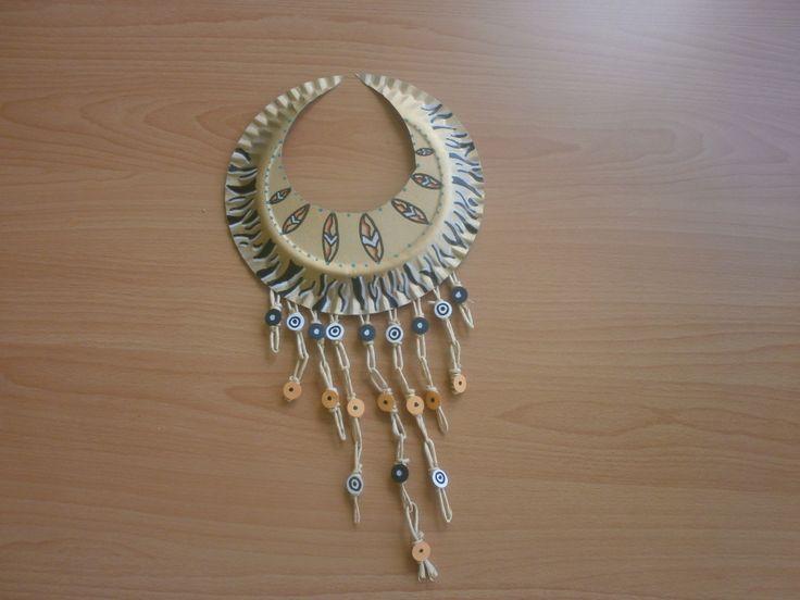 náhrdelník z odpadového materiálu