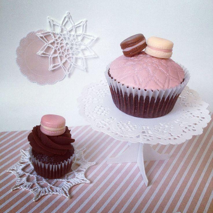 Macaron cupcakes by Hana Rawlings Cake Design