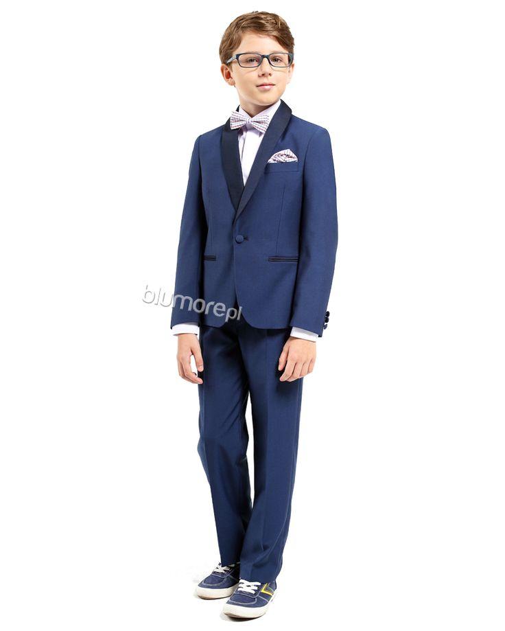Ekskluzywny smoking dla chłopców ceniących wyjątkowy szyk i elegancję. Marynarka taliowana z zapięciem na jeden guzik, spodnie lekko zwężane — całość bardzo dobrze skrojona. Polecamy tym najbardziej wymagającym!   Cena: 219 zł (rozmiary 92-116) lub 259 zł (rozmiary 122-152)   Link do sklepu: http://tiny.pl/gg2cw