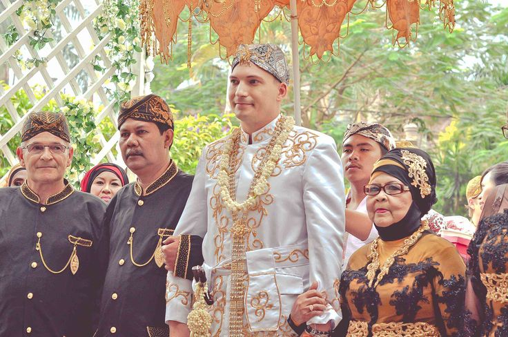 With Sundanese Tradition Clothing - Groom together with Brides Parents, after the welcoming going to the Altar