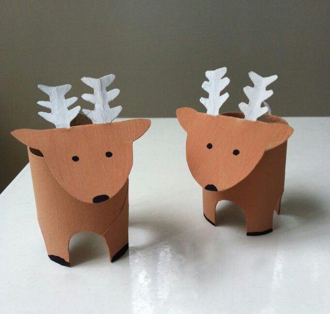 Ciervos con rollos de papel higiénico