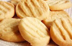 Biscoitos Amanteigados - Butter Cookies, Google translated for me.