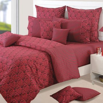 Cozy cuddling in this beautiful winter quilt is must! ;)  #Shop #winter #quilt