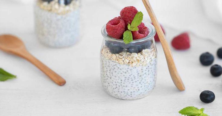 Aprende a preparar Pudin de chía, yogur, avena y frutos rojos con las recetas de Nestle Cocina. Elabórala en casa con nuestro sencillo paso a paso. ¡Delicioso! #NestleCocina