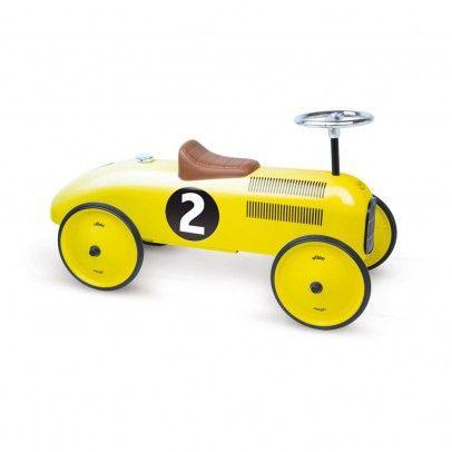 La voiture de course porteur jaune Vilac : la voiture porteur qui fera rêver petits et grands.