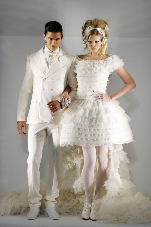 Lara Stone and Baptiste Giabiconi in Chanel Haute Couture Fall/Winter 2009-2010 En savoir plus sur http://en.vogue.fr/wedding/inspiration/diaporama/haute-couture-wedding-dresses/13797#cyszVIfD1FqzUzGf.99