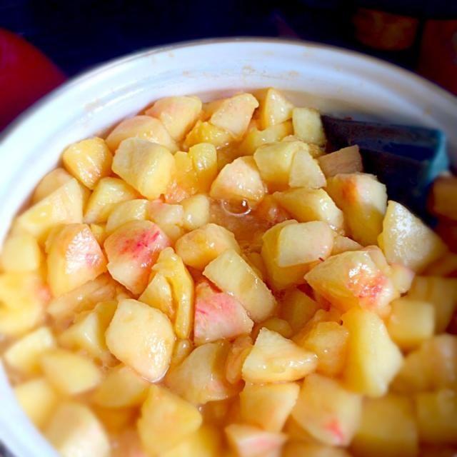 安く売っていたので、大量に買い込み憧れの果肉ゴロゴロな桃ジャムを作ってみました^ ^ - 9件のもぐもぐ - 桃ジャム by asteri