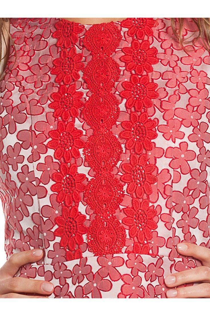 Vestido (1) en tejido de jacquard, sin mangas, con vuelo y adornos de guipur . - MUJER | Rosalita McGee #flores #vestidoflores #estampadofloral #flowers #modaprimavera #springstyle #dress #jacquard #floresrojas #redflowers