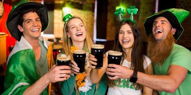 Este 17 de marzo se celebra San Patricio, el patrono de Irlanda y en diversas ciudades del mundo la gente se viste de verde y sale a la calle a brindar con su respectiva cerveza verde. En Chicago i…