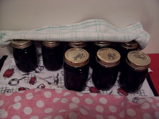 Here is a Step-by-Step on how to make Seedless Blackberry Jam.- Making this tonight!  It's processing now- Karrie