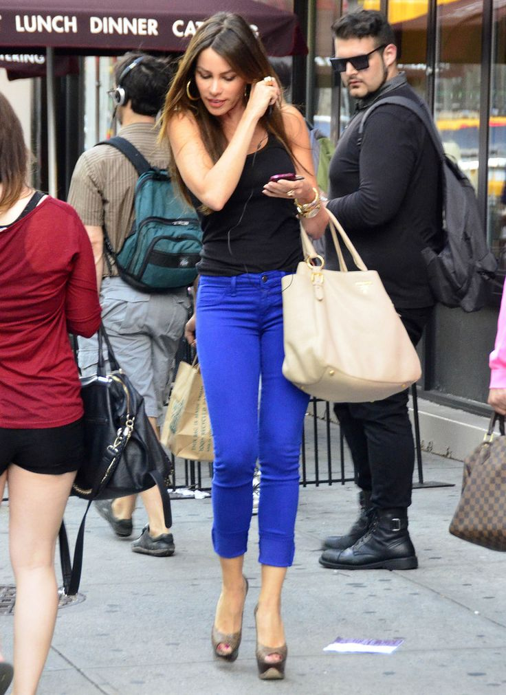 "Sofia Vergara Photos - ""Modern Family"" actress Sofia Vergara got together with her ex-boyfriend Nick Loeb for dinner and shopping at Max Brenner Chocolatier in Union Square in New York on June 3, 2012. - Sofia Vergara and Nick Loeb Grab Dinner and Chocolate"