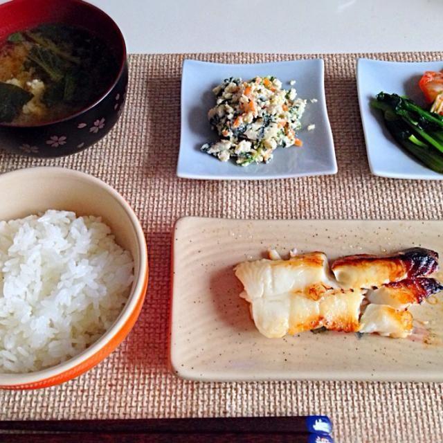 カレイ、お皿に取る時崩れた。。 - 17件のもぐもぐ - むきがれい西京漬 白和え 小松菜お浸しとキムチ 小松菜豚肉の味噌汁 by にゃろめ