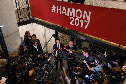 Distancé dans les sondages, le candidat socialiste est l'invité de «L'Emission politique» sur France 2 jeudi soir après avoir rencontré Bernard Cazeneuve.
