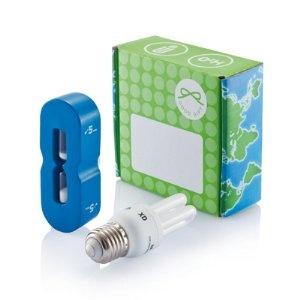 Energie bepaarset bedrukt met uw logo als relatiegeschenk    Inclusief 8W spaarlamp (E27 fitting) en foam douchecoach (maximaal 5 minuten) te bevestigen met zuignap in de douche, verpakt in geschenkdoos.