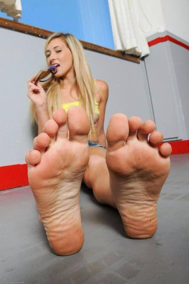 Soles toes female feet