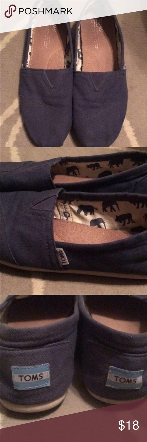 Men's navy blue TOMS Size 9. Men's navy blue gently worn TOMS TOMS Shoes Loafers & Slip-Ons