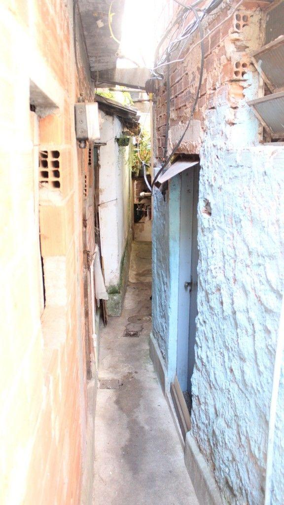 Conheça as curiosidades e histórias de uma comunidade carioca, andando por suas vielas. Faça um Favela Tour!