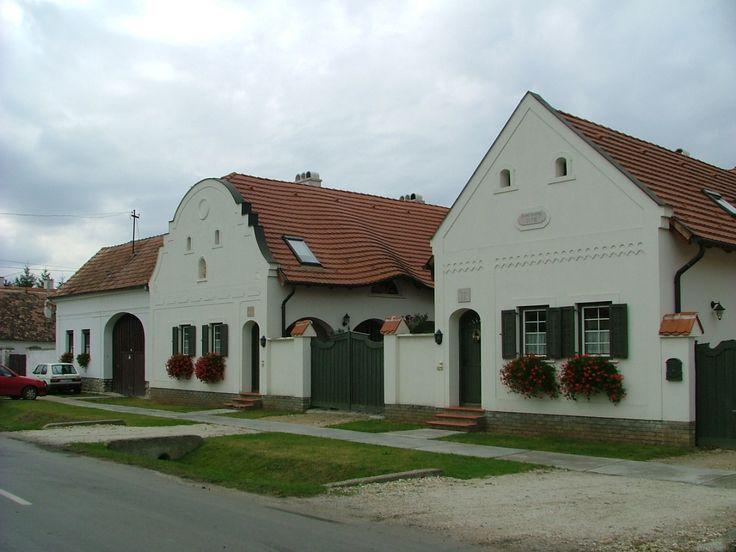 felújított régi parasztházak