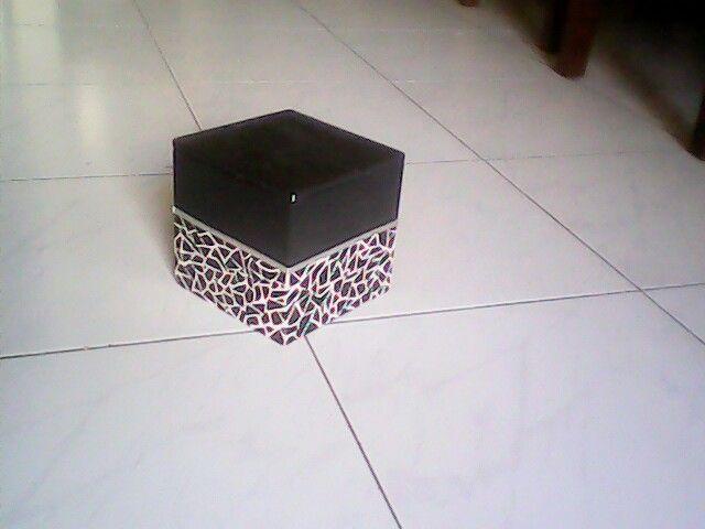 Caja pintada a mano