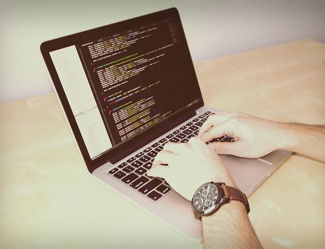 Programowanie sterowników PLC wspomaga prace maszyn i urządzeń w przemyśle. Ty też możesz wykorzystać je w biznesie! #programowanie #plc http://asapel.pl