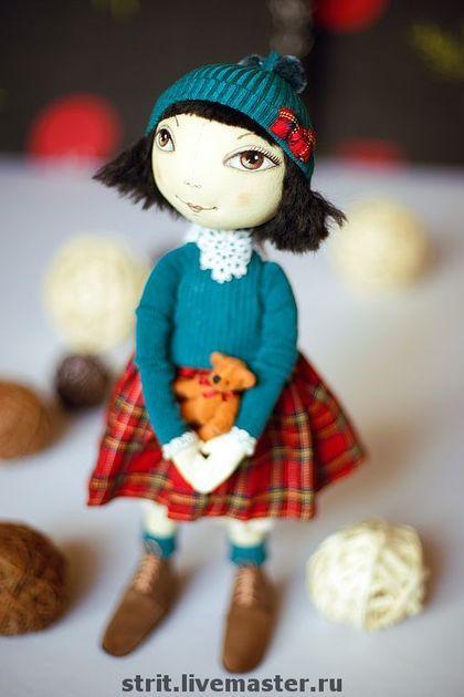 Йоко - ребенок солнца. Текстильная кукла. Грунтованная бязь. Плотная набивка. Самостоятельно стоит. Высота 45. Одежда: хлопок, трикотаж х/б, шерсть, винтажные кружева, шелк. Обувь - натуральная замша. Аксессуар- медвежонок.