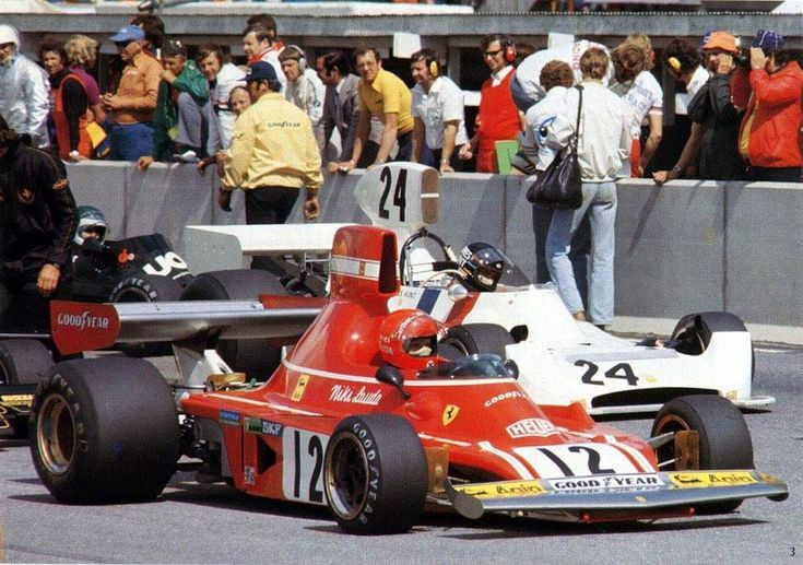 Niki Lauda - Ferrari James Hunt - Hesketh