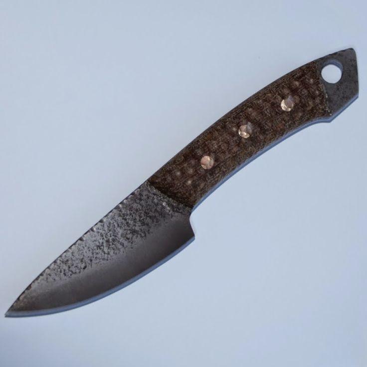 Всем привет меня зовут Александр и на своем канале я покажу вам как при помощи небольшого набора инструмента в домашних условиях изготовить нож.