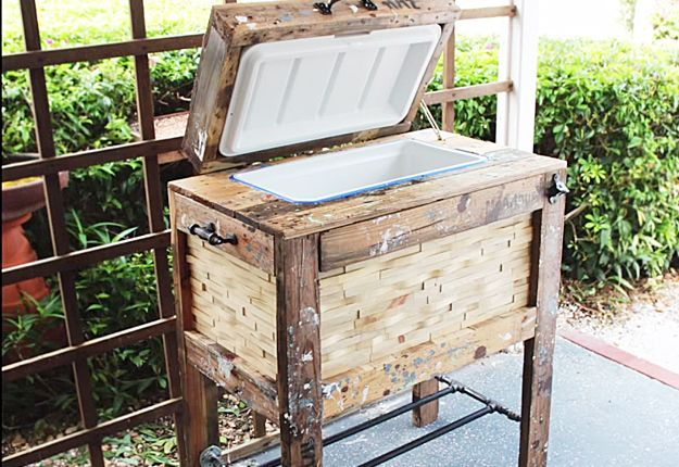 Easy DIY Pallet Patio Project | Simple Instructions for Outdoor Pallet Furniture | DIY Rustic Cooler Box | DIY Projects & Crafts by DIY JOY